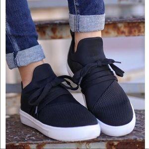 NEVER WORN Steve Madden Sneakers! Size: Women's 9